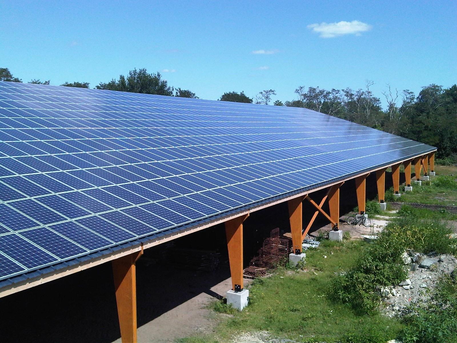 <p>162 hangars agricoles photovoltaïques et</p> <p>1 centrale solaire au sol prévues pour 2021</p>